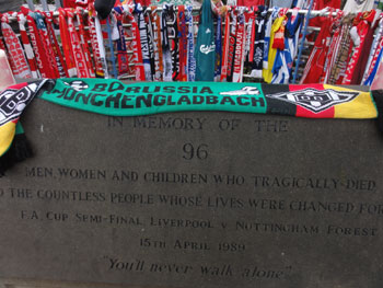 Borussia-Schal am Hillsborough Memorial